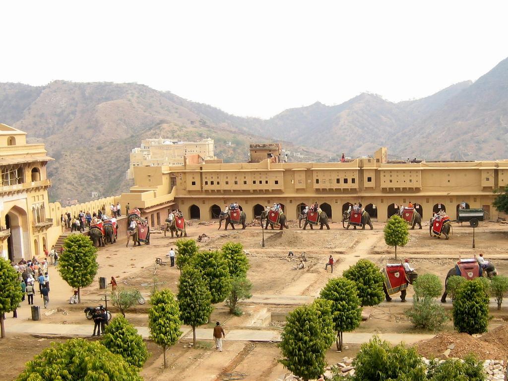 Day 4 --- 02-02 Amber Fort near Jaipur (elephants for rent) (taken by ...