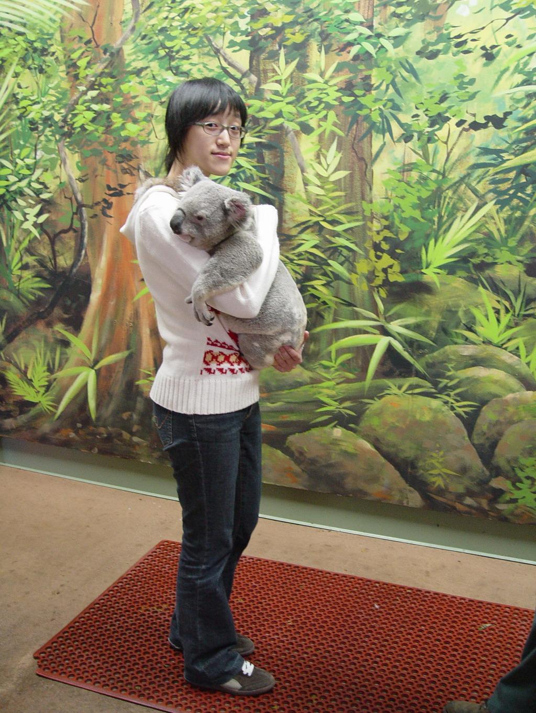 Australia 2006---06_Hugging a koala in Dreamworld Theme ... - photo#16